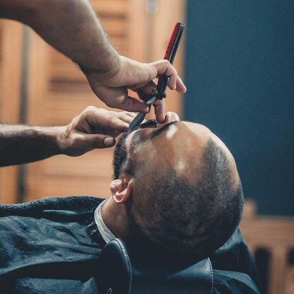 История бритья: мужчины бреют усы уже сотни лет, и разными способами.